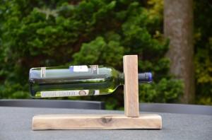 Wijnrek voor 1 fles wijn. Zeer geschikt als (relatie)geschenk (excl. wijn). € 12,95