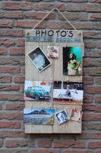 Fotobord Photobord groot, met 3 lijnen voor foto's (incl. kleine wasknijpers). Prijs: € 35,-.