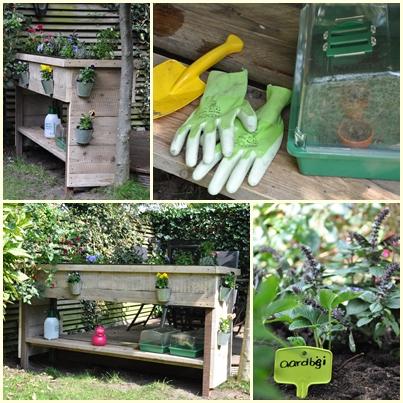Plantenbank 'Anika' Op maat gemaakte plantenbak / kruidenbak voor een jonge tuinierster. Gevoerd met vijverfolie en voorzien van een plank voor allerhande handige tuinspulletjes.  Een echt maatwerk product. Geef ons jouw wensen door, en wij vertellen je graag de mogelijkheden en de prijs.