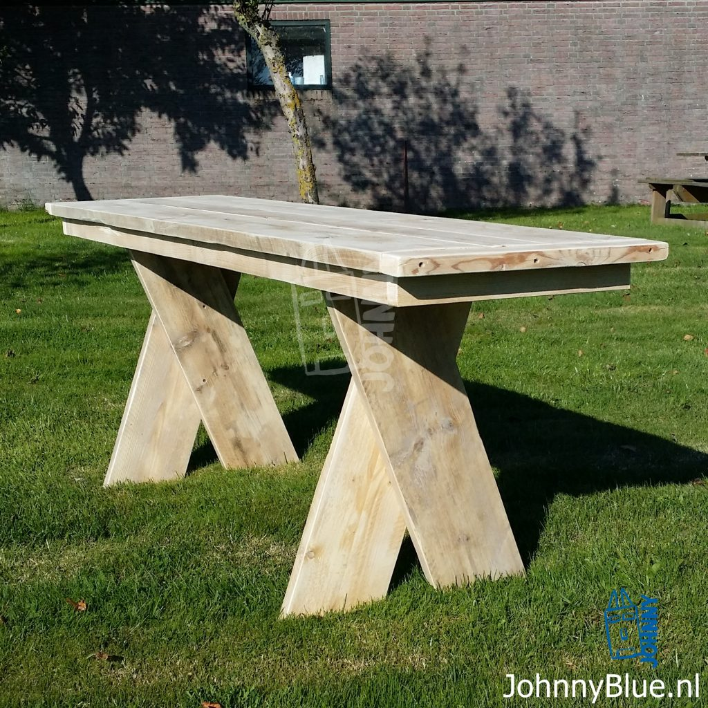 Eettafel Cross uit de serie Cross | JohnnyBlue